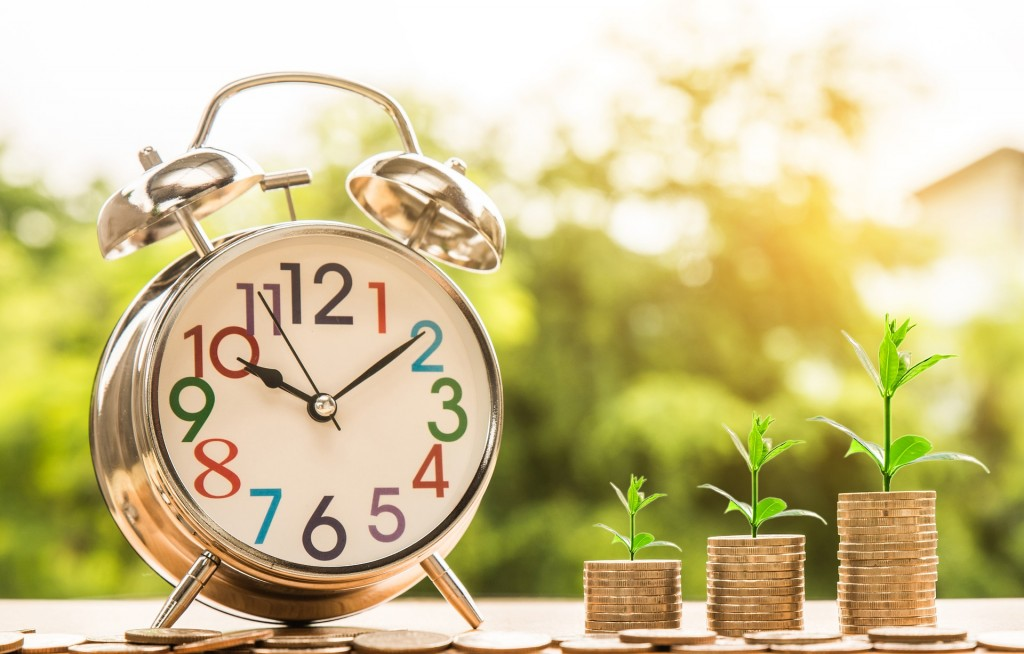 investing clock and money
